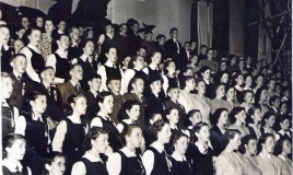 The Merioneth county youth choir, featuring students from Dr Williams' School, at the National Eisteddfod Genedlaethol in 1949.