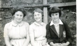 <p>Jennifer Bennet, Elsa Morris, Jennifer Davies pose outside the tennis courts at DWS.