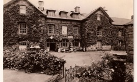 Photo of Golden Lion Royal Hotel, Dolgellau.  Some parents stayed here for weekends when pupils were allowed 'out'