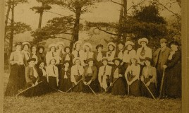 Group photograph of the Dr Williams' School hockey team, 1910