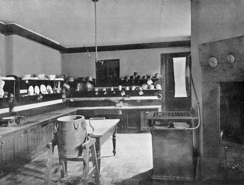 The girls' kitchen, 1903 prospectus photograph