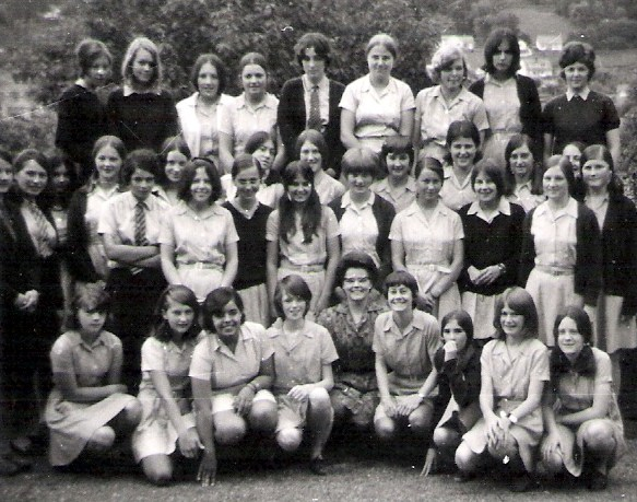 Group photograph of students and Wendy Edwards