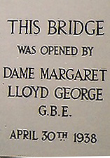 images/schoolbridge_plaque.jpg